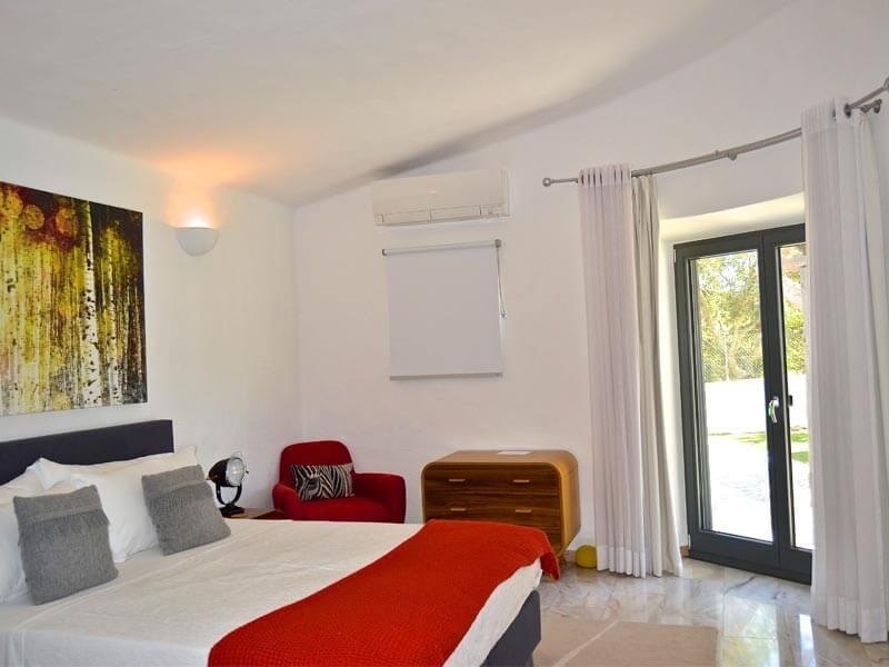 Portefentre en chambre duouverture la franaise et en bois - Porte de chambre design ...