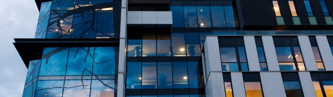 Baies vitrées en bâtiment de Paris