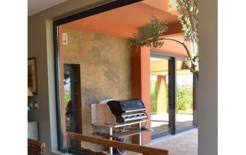 Baie vitrée fixe et baie vitrée coulissante et levante en PVC