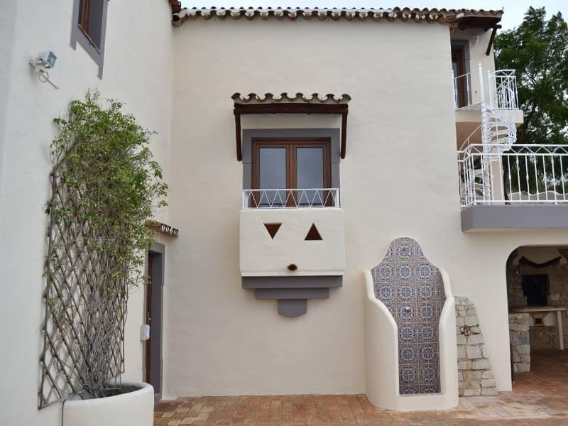 Porte-fenêtre de balcon en PVC imitation bois chêne dorée