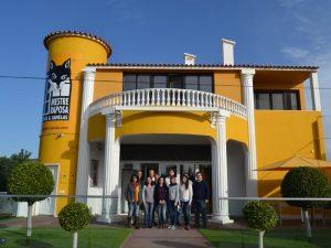 L'équipe de Mestre Raposa devant la siège de la société