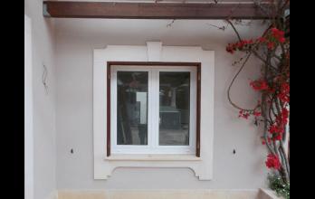 Fenêtre bois-alu blanche d'ouverture à la française