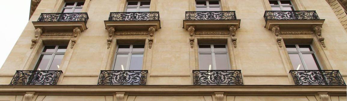 Portes-fenêtres et baies vitrées en bâtiments à Paris - France