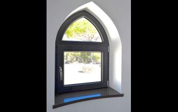 Fenêtre oblique en bois sur mesure couleur gris anthracite