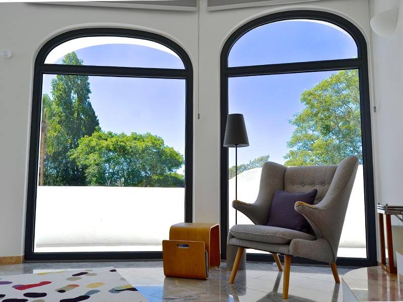 Portes-fenêtre fixes en bois grise anthracite