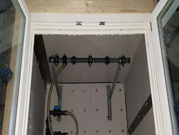 Fenêtre bois MR-IV 78 dans la chambre de tests pour obtenir la cértification, vue intérieur