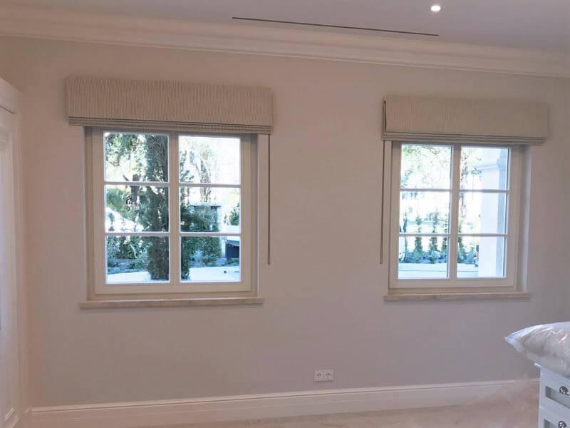 Fenêtres en bois blanc avec croisillons