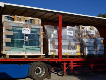 Le camion de Mestre Raposa chargez des fenêtres pour nos clients à Paris, Nice et Lyon