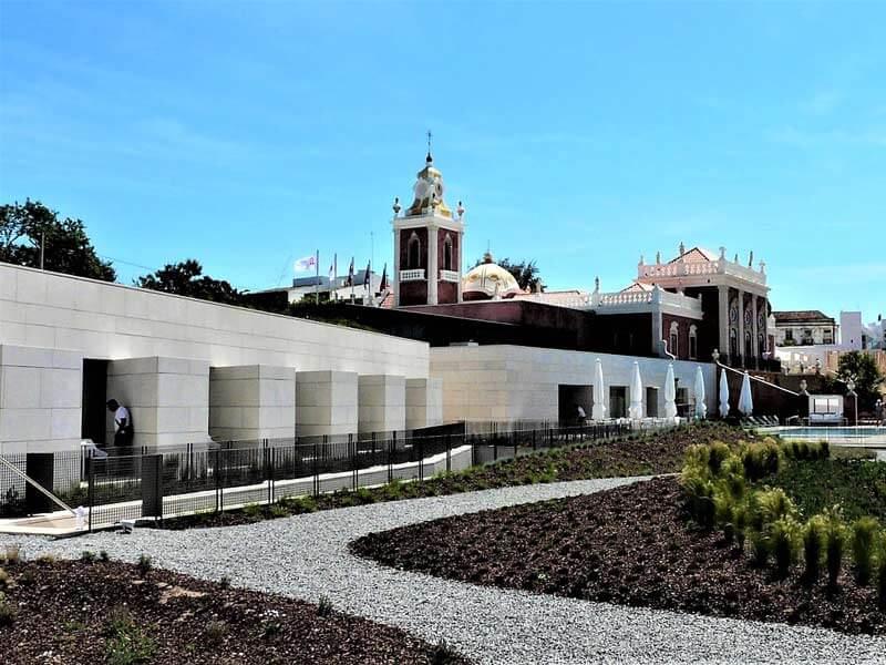Vue latérale de la nouvelle aile de l'hôtel au Palais d'Estoi